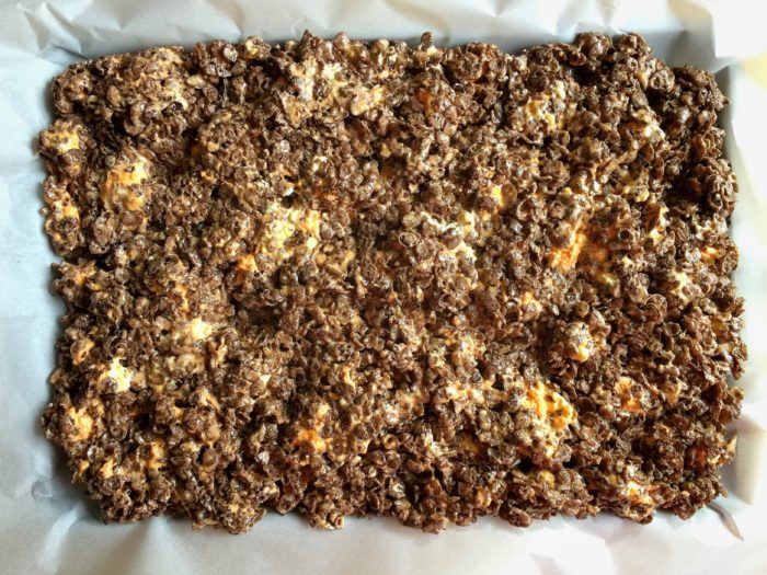 Cocoa Candy Corn Marshmallow Treats © www.roastedbeanz.com #realvaluerealdelicious [AD] #Linqia