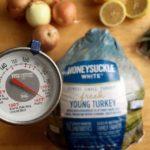 How to poach a turkey for the holidays © www.roastedbeanz.com #HonestSimpleTurkey [AD] #CollectiveBias #shop