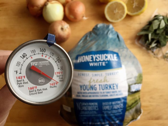 How to poach a turkey for the holidays © www.roastedbeanz.com #HonestSimpleTurkey [AD] #CollectiveBias #shop