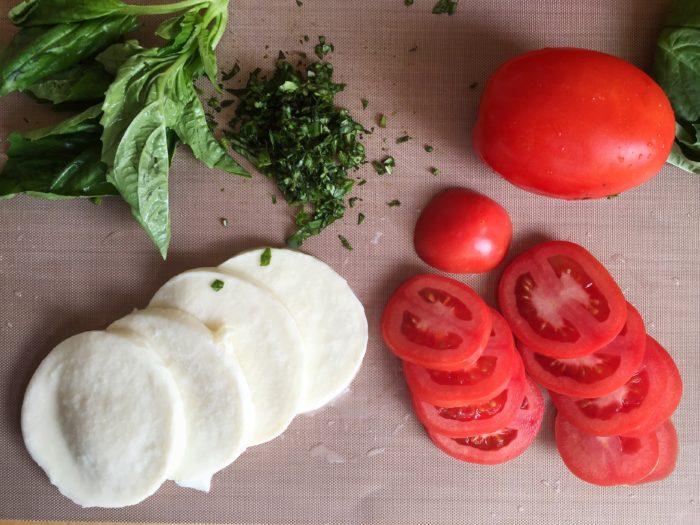 Farmer's Market Margherita Pizza Recipe © www.roastedbeanz.com #PickedAtPeak [AD] #CollectiveBias #shop